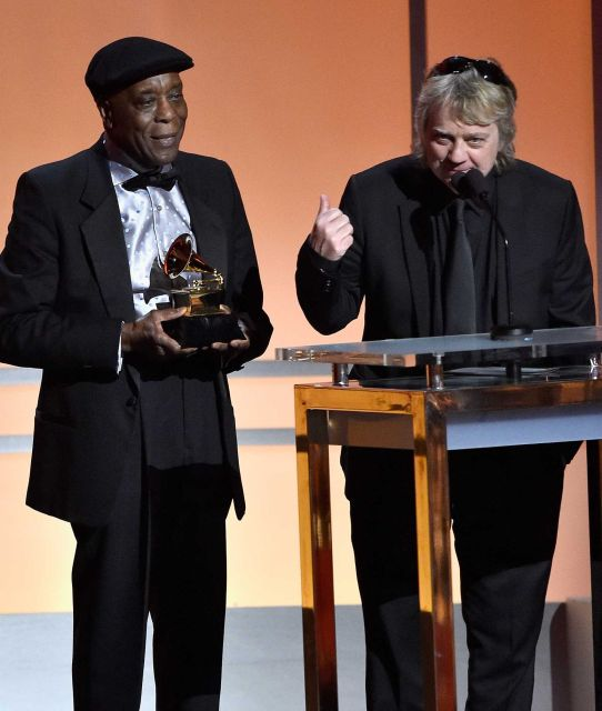 Buddy Guy & Tom Hambridge accepting the Grammy Award for Best blues Album (Born To Play Guitar)